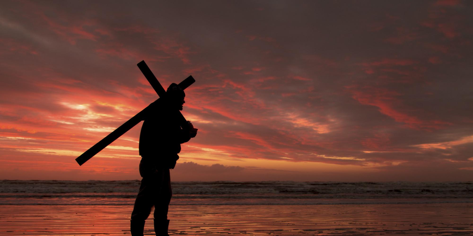 O Que é Um Discípulo ? O-JESUS-CARRYING-CROSS-facebook