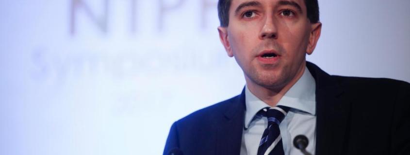 ministro irlandes fecha centro de apoio a gestantes aborto