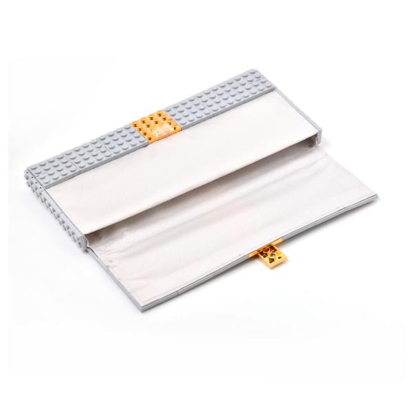 Agabag-Gold-plated-LEGO-bricks-4b-600x600