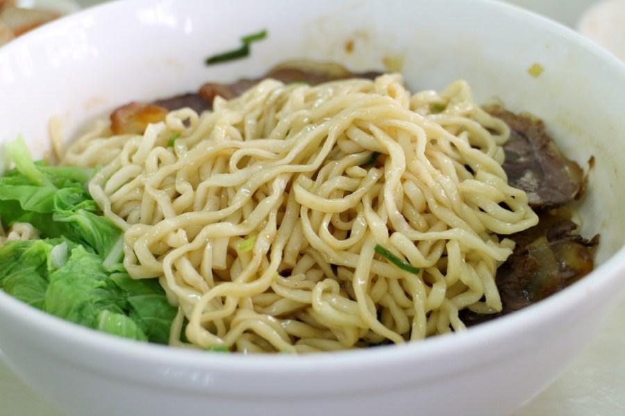 台南 成大周邊用清代秘方燉煮的牛肉麵,湯頭清香麵條Q 台南市北區 清代牛肉麵