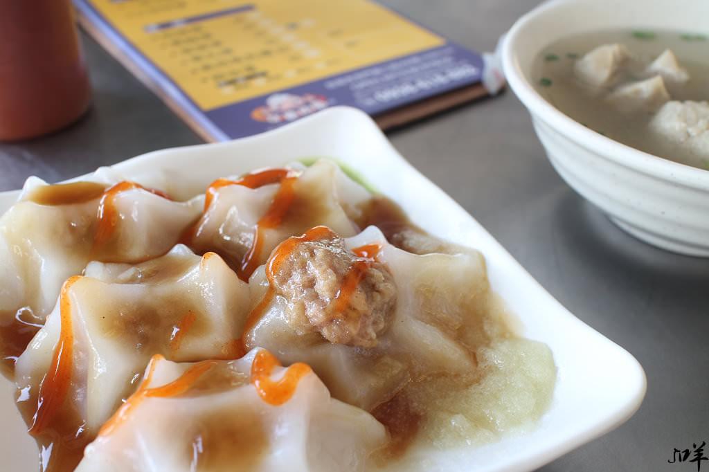 台南 造型獨特的肉圓小店,一大口一顆表皮滑彈內餡香,搭配醬料更涮嘴 台南市中西區|牙齒肉圓