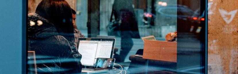 Uusi työ etätyötä, joustavaa työtä, vuorovaikutteista työtä ja yhtä virtuaalisemmin tehtävää työtä.