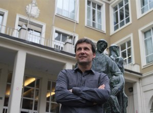 """Imanol Urreisti  (Armeria Eskolako zuzendaria): """"Eskola gizarteari zabalik dagoen agente modura ikustea nahiko genuke"""""""