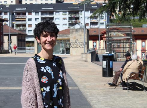 """Eva Perez de Albeniz (psikologoa): """"Nagusia izatea ez da txarra"""""""