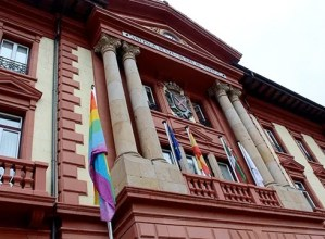 Askatasun eta Aniztasun Sexualaren Aldeko bandera igoko dute gaur eguerdian Untzaga plazan