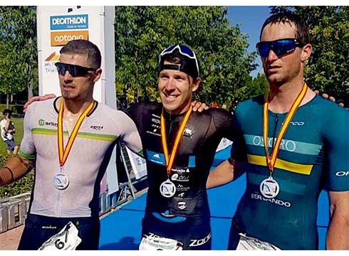 Pello Osoro Guadalajarako triatloiko podiumean
