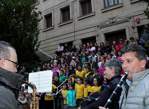 [BIDEOA] Musika Eskolakoek Santa Zeziliaren omenezko kalejira egin dute gaur