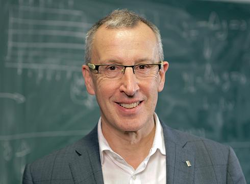 Enrique Zuazua matematikariak 'Txopitea eta Pakea' saria jasoko du barixakuan