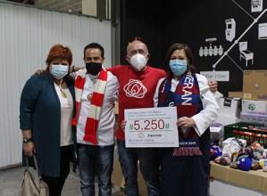 Zaporeak proiektuari laguntzeko bildu diren 5.250 euroak eman dituzte