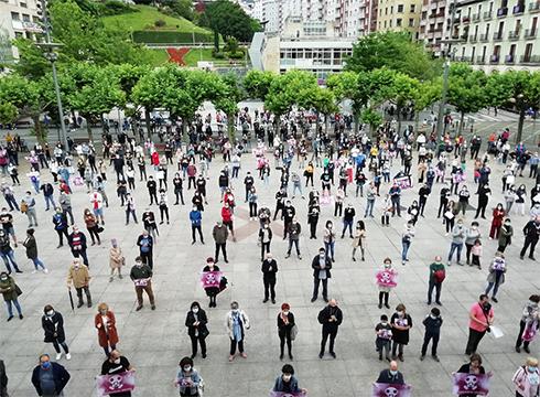 Erantzukizunak eskatzeko manifestazioa egin da Zaldibarko luizia gertatu zenetik lau hilabete betetzean