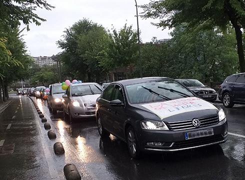Zapatuan kotxeekin karabanan protesta egiteko deia egin du Osasuna eta Eskubideak taldeak