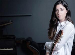 Andrea Gonzalez Caballero gitarristak kontratua sinatu du Diamond Artists agentziarekin