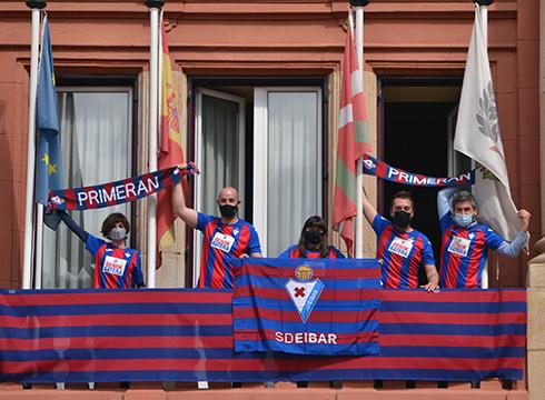 Udal taldeek Eibar FT-ri babesa erakutsi diote partidu erabakigarrien aurrean