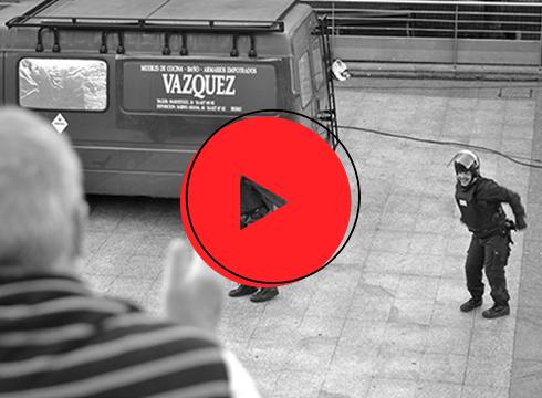 [BIDEOA] Bi polizia berezi ekarri zituen 'Legea gu gara' ikuskizunak