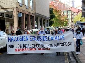 Nagusien eskubideen aldeko mobilizazioa egin da gaur eguerdian Eibarren