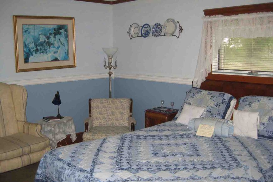 the blue room at the story inn
