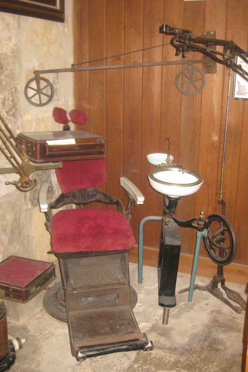 old dental chair at frontier times museum