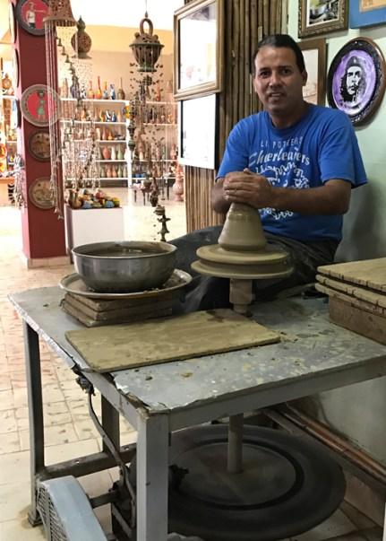20170210_200628378_ios-pottery