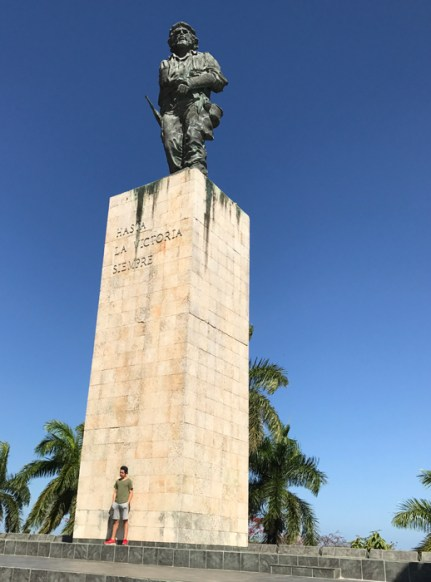 20170211_155422517_ios-statue