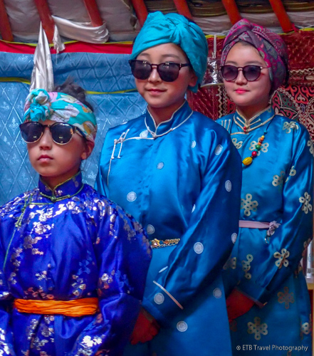 Mongolian girls imitating Uka