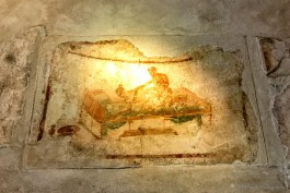 adventuresofacouchsurferpompeii20170909_123124791_iOS-