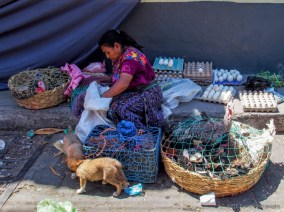 vendor at market it chichicastenango