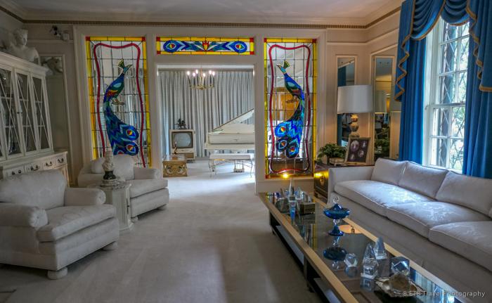 living room at Graceland Mansion