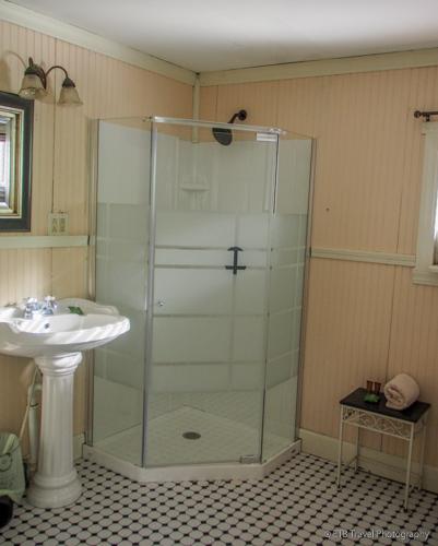 bathroom at story inn