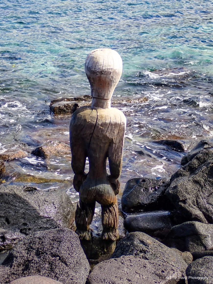 Wooden image at pu'uhonau o honaunau on the Kona coast