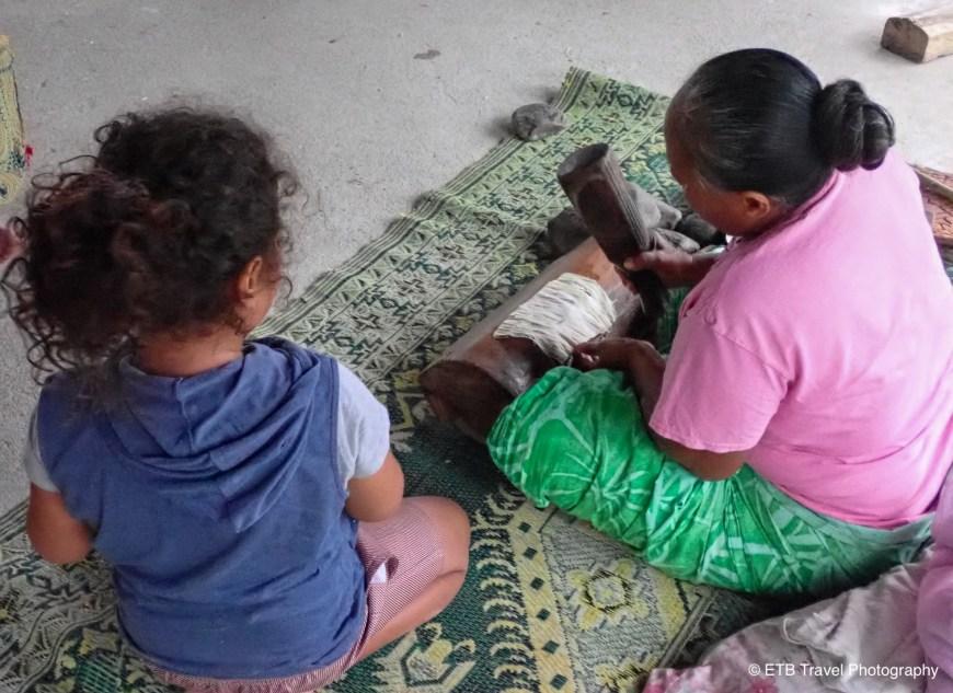 Making Siapo at Samoa Cultural Village