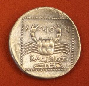 A silver tetradrachm from Cos, 300-190 BCE. O: Hercules, R: Crab.