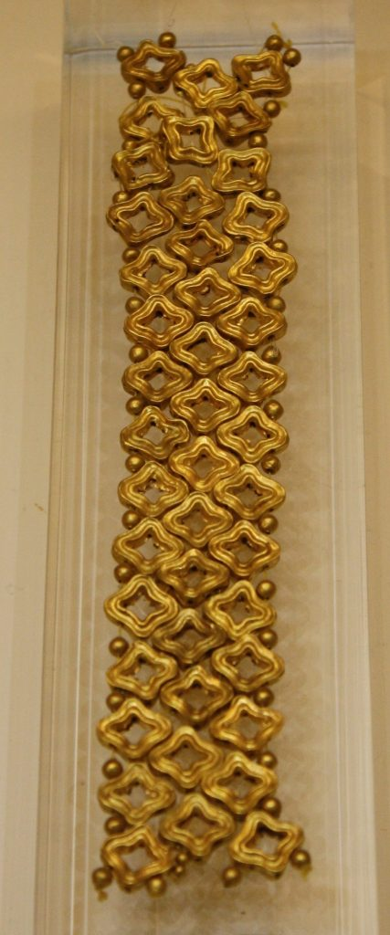 A string of gold beads (1500-1350 BCE) from Mycenae. Nafplio Archaeological Museum.