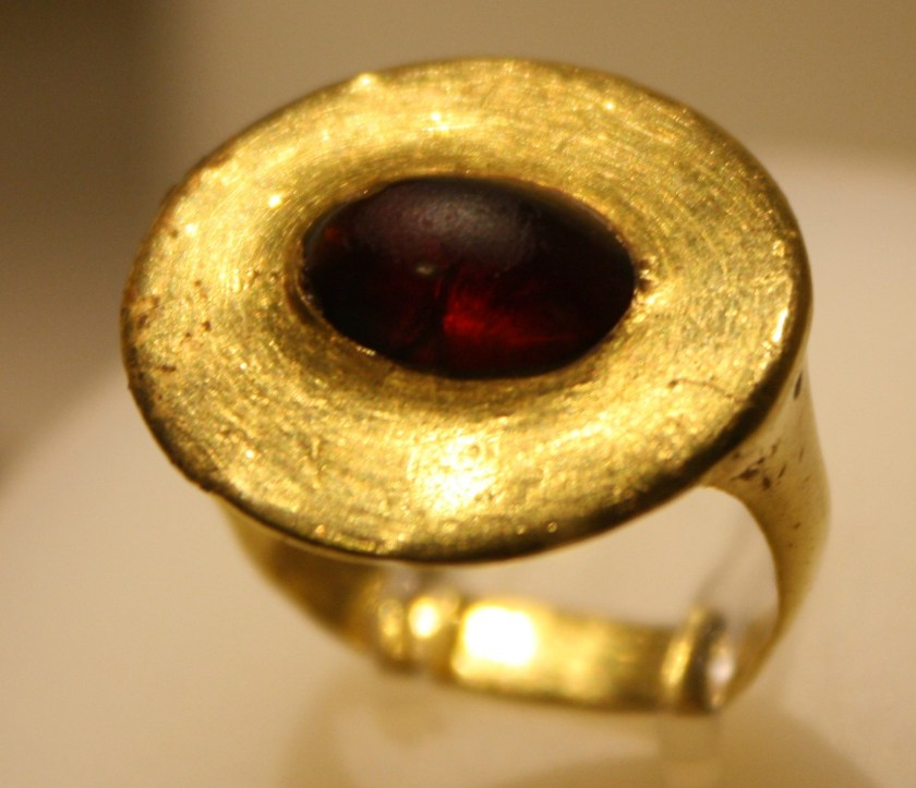 A gold and garnet ring from Agrigento, Sicily, 3rd century BCE. Archaeological Museum of Agrigento.