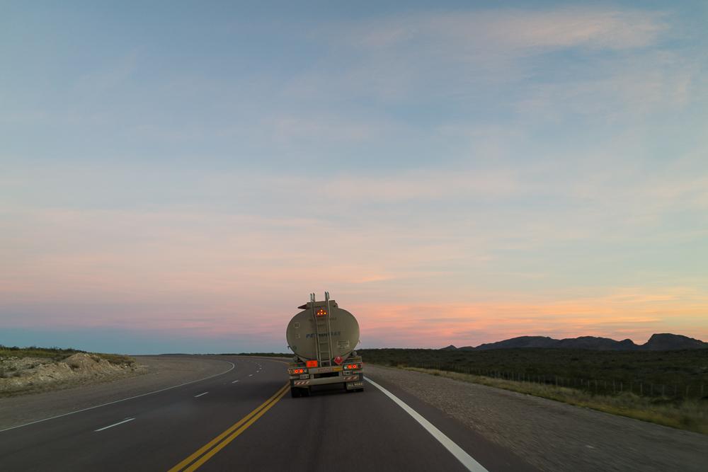 Les camions, nos grands compagnons de route et de nuit.
