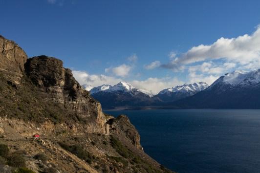 La route qui borde le lac General Carrera est à couper le souffle.