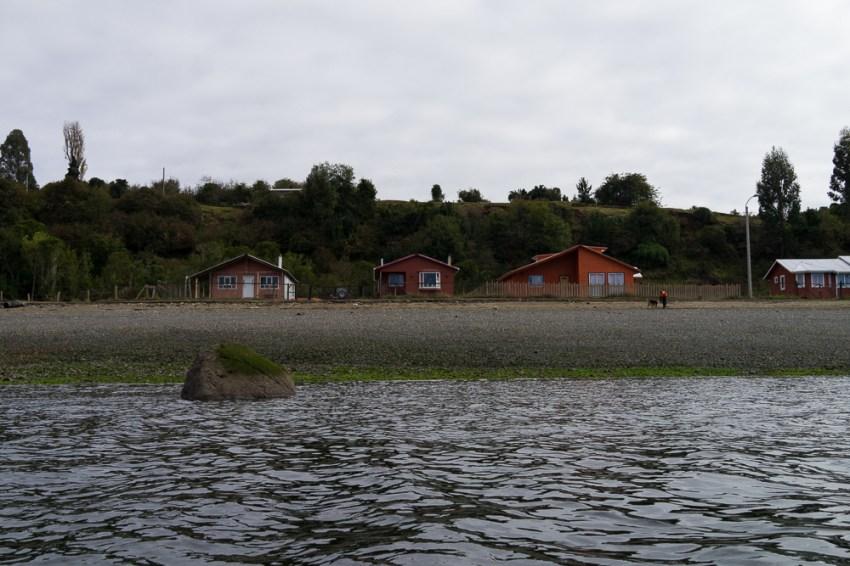 La maison du bonheur vue de l'eau.