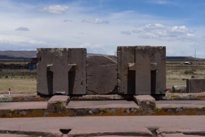 Exemple de pierre en T qui s'emboîtaient dans les pierres en H.