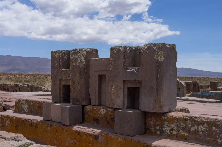 Exemple de pierre en H qui s'emboîtaient dans les pierres en T.