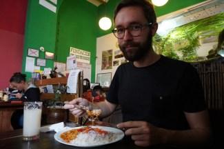 Gaël, content comme tout au Cafe Condor.