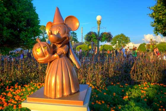 Minnie princess statue at the hub