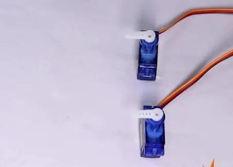 Driving two servo motors using Arduino