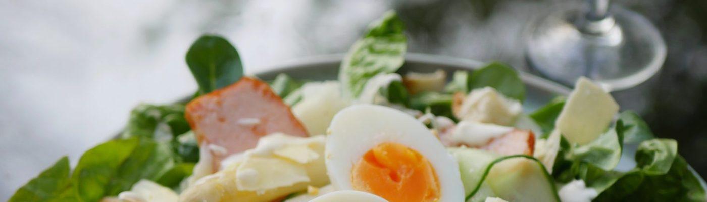 caesar salade met witte asperges