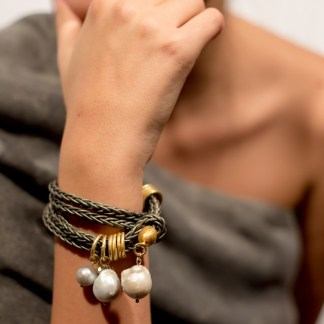 'The Queen' Braided leather bracelet with freshwater pearls