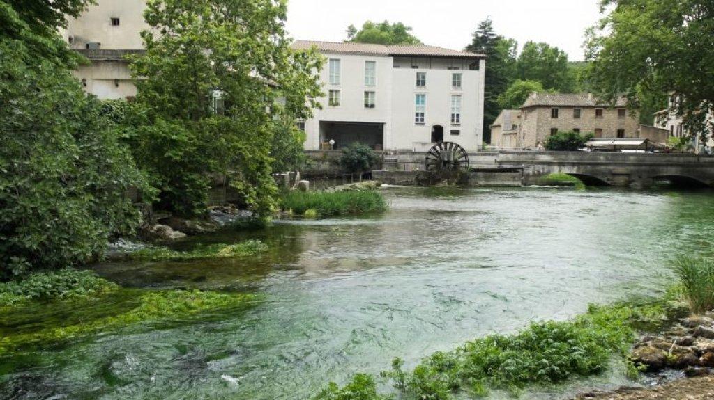 Fountaine de Vaucluse - Villages in Provence
