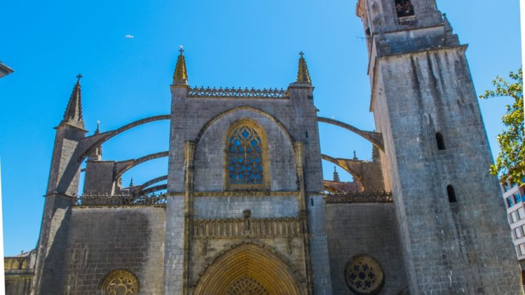 The church of Lekeitio. Click to learn more!
