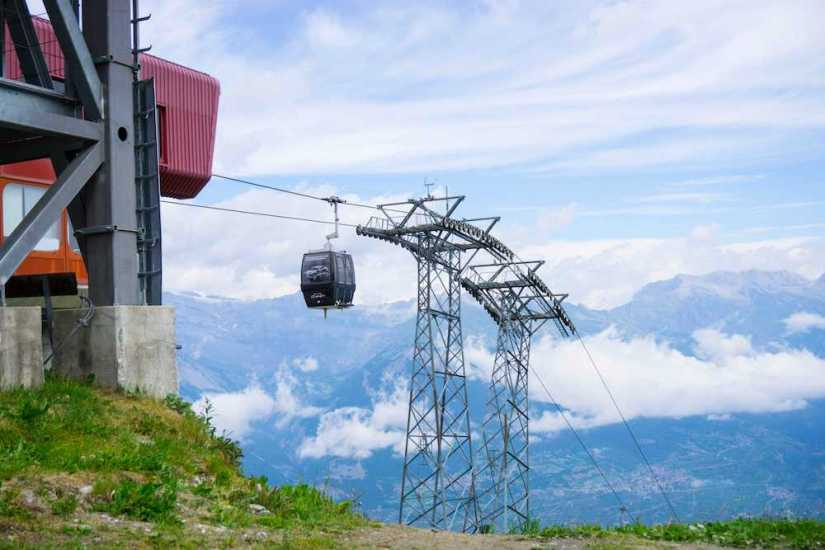 A cable car ride in Nendaz