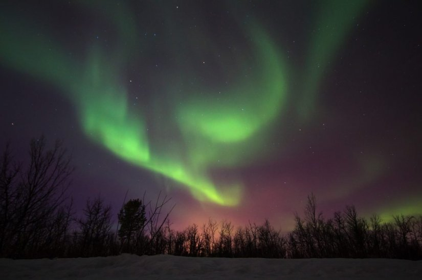 reddish green and purple colors of the aurora borealis
