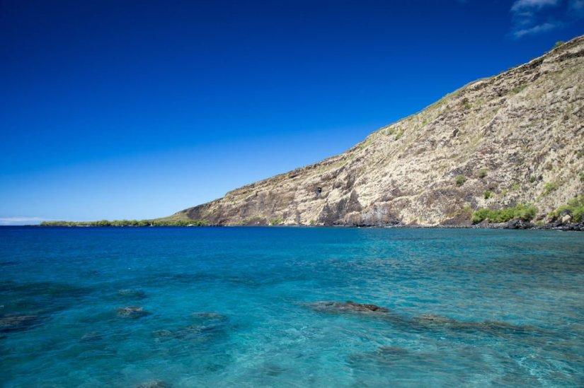 the brilliant clear water at Kealakekua bay