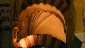 nervaduras góticas entre los arcos