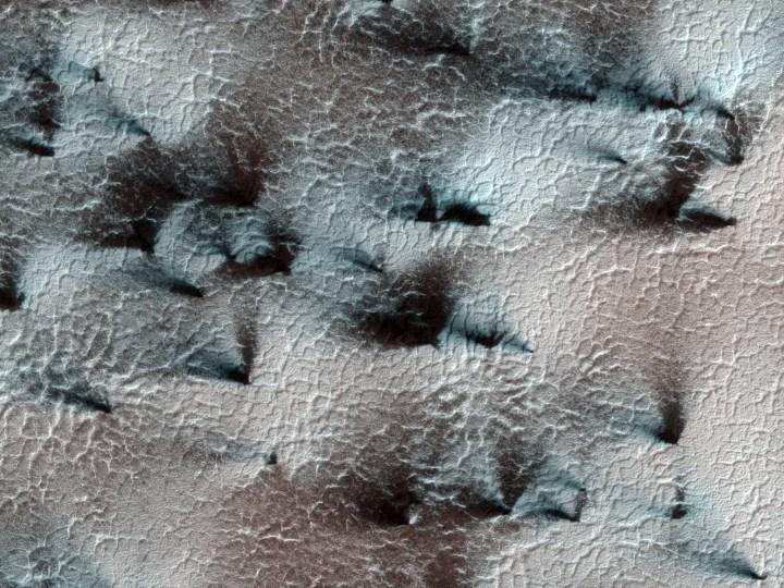 HiRISE mostra figuras fractais em Marte - clique na imagem para acessar a foto em alta resolução (2560 x 1920) {2}